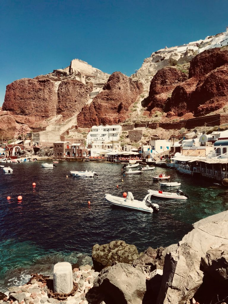 Port d'Oia, Amoudi Bay