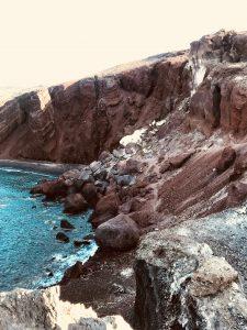 Red Beach dans la ville d'Akrotiri