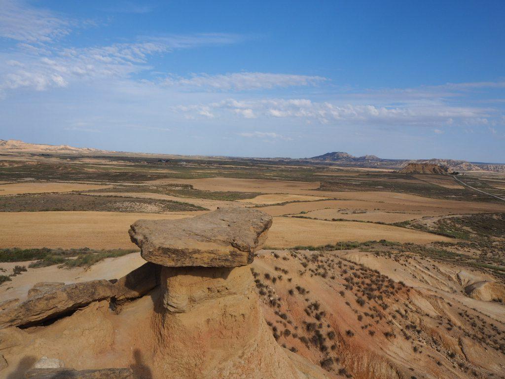 Vue depuis le haut de las Cortinillas dans les Bardenas reales